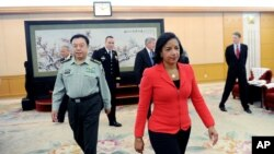 美国国家安全事务顾问苏珊•赖斯在北京八一大楼会见中国中央军委副主席范长龙。他们谈到美国飞机侦察问题(2014年9月9日)