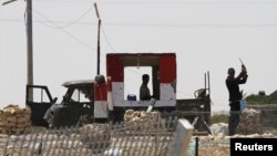 Tentara Mesir di penyeberangan Kerem Shalom, perbatasan Jalur Gaza. (Foto: Dok)