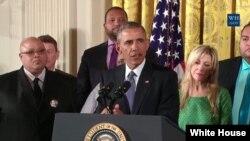 Tổng thống Barack Obama thảo luận về các bước nhằm giảm bạo lực súng ống tại Tòa Bạch Ốc, ngày 5/1/2016.