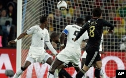 Le but de l'Allemand Mesut Oezil (8) contre le Ghana