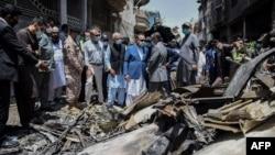 Pesawat penumpang milik maskapai Pakistan International Airlines yang jatuh di kawasan permukiman di Karachi, 22 Mei 2020 lalu (foto: dok).