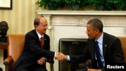 2013年5月20日美国总统奥巴马在白宫握手欢迎缅甸总统吴登盛的访问。