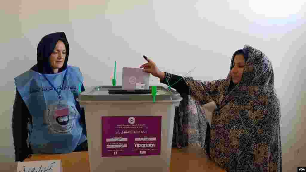 انتخابات ولسی جرگه در افغانستان با سه سال تاخیر برگزار شد