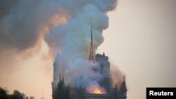 Katedral Notre-Dame de Paris a, nan peyi Lafrans.