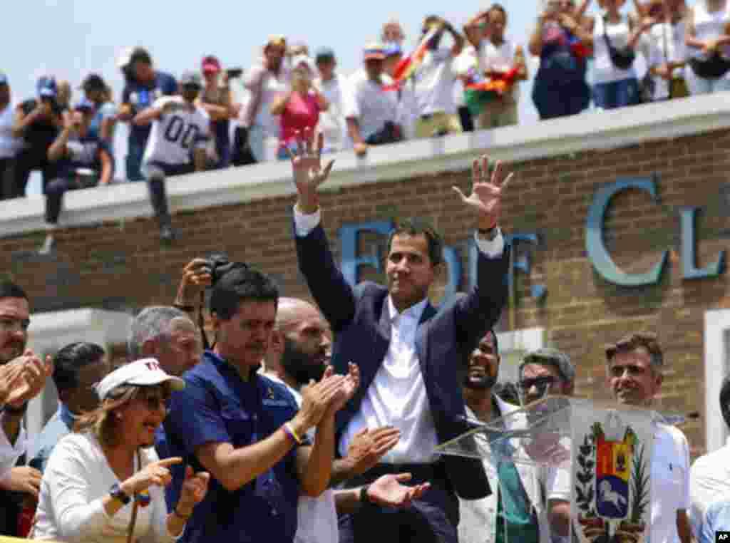 خوان گوایدو، رئیس جمهوری موقت ونزوئلا، در آغاز سفر دوره ای به شهرهای مختلف این کشور، در شهر والنیسا مورد استقبال شدید مردم قرار گرفت.
