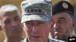 Đại Tướng Petraeus nói ông coi cuộc điều tra về cái chết của một nhân viên cứu trợ người Anh ở Afghanistan là một ưu tiên cá nhân.