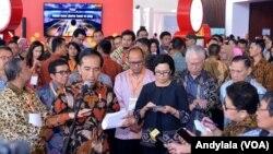 Presiden Joko Widodo didampingi Menteri Keuangan Sri Mulyani untuk menjelaskan soal polemik tax amnesty di BSD Tangerang Banten, 30 Agustus 2016 (Foto: VOA/Andylala)