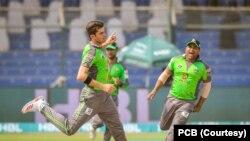 لاہور قلندرز کی جانب سے شاہین شاہ آفریدی نے تین کھلاڑیوں کو اؤٹ کیا۔
