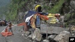 Vias de acesso bloqueadas estão a dificultar a passagem de ajuda aos sinistrados