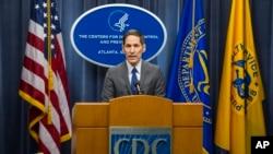 Bác sĩ Frieden nói giới hữu trách y tế Mỹ đang xem xét đến nhiều cấp độ phòng chống, trong đó có việc kiểm ra hành khách xuất phát từ ba nước có dịch ở Tây Phi.