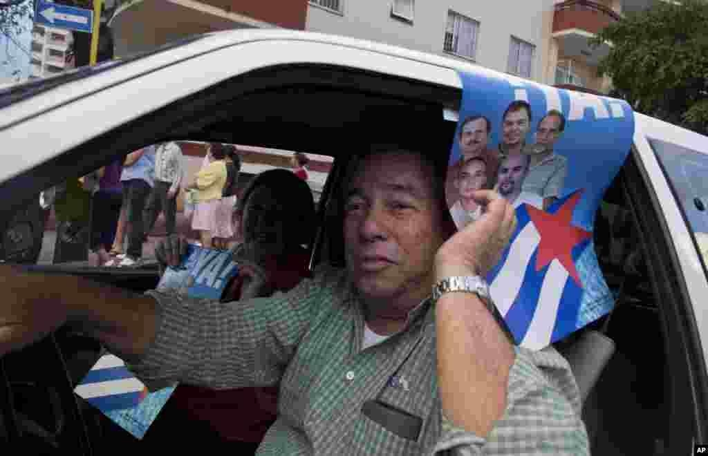 Kubalılar yeni xəbəri sevinclə qarşlayır - Havana, 18 dekabr, 2014