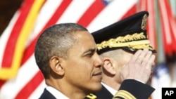 奧巴馬總統星期五在華盛頓對為國犧牲的軍人表達敬意