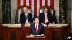 日本首相安倍晋三在美国国会对参众两院联系会议发表演说。(2015年4月29日)