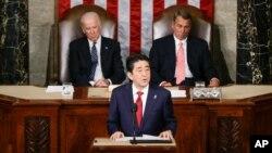 Shinzo Abe sse dirige a la reunión conjunta del Congreso en Washington.