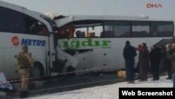 Avtobus qəzası (Foto Hürriyyət qəzetinin səhifəsindən götürülüb)