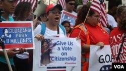 Demonstranti ispred Kapitol hila u Vašingtonu