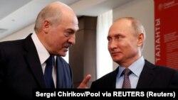 Aleksandar Lukašenko (L) i Vladimir Putin (D) u Sočiju februara 2019; arhivska fotografija (Sergei Chirikov/Pool via REUTERS/File Photo)