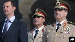 Президент Сирии Башар Асад и министр обороны Сирии генерал Дауд Раджха (крайний справа)