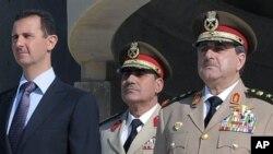 صدر بشار الاسد اور مقتول وزیر دفاع (فائل فوٹو)
