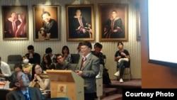 宋永毅參加香港大學在舉行的文革爆發50周年研討會(宋永毅提供)