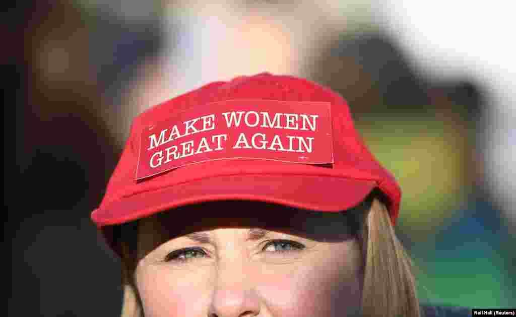 """Mulher com chapéu dizendo """"Make Women Great Again"""""""
