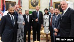 پرزیدنت ترامپ و دبیرکل سازمان ملل. در عکس جان بولتون مشاور امنیت ملی هم حضور دارد.