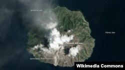 Núi lửa Rokatenda (hình tư liệu ngày 12/2/2013)