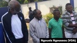 Les quatre proches du Pasteur Ntumni à Brazzaville, le 7 mars 2018. (VOA/Ngouela Ngoussou)