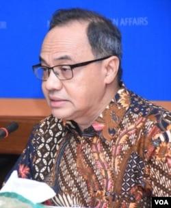 Plt. juru bicara Kemlu RI, Teuku Faizasyah (foto: VOA/Fathiyah)