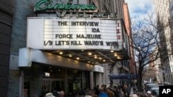 "Antrian pembeli karcis menonton film ""The Interview"" di gedung bioskop ""The Cinema Village"", New York (25/12)."
