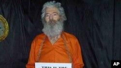 9년 전 이란에서 실종된 로버트 레빈슨 전 FBI 요원. 레빈슨 씨 가족이 지난 2011년 4월 받은 사진.