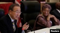 聯合國秘書長潘基文在利比里亞訪問,與總統薩里夫就伊波拉疫情發表講話。