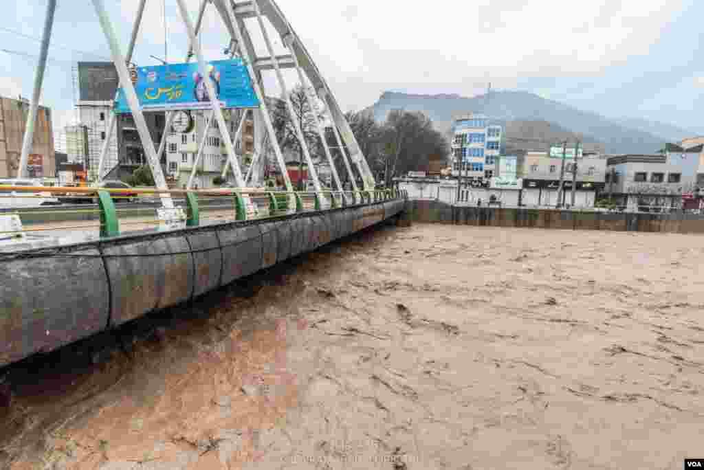 عکس ارسالی کیاوش از سیل در لرستان؛ خرم آباد یکی از شهرهای آسیب دیده از سیل است.