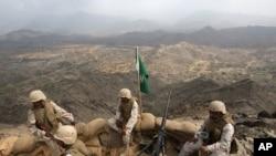 یمن کی سرحد کے قریب تعینات سعودی فوجی (فائل فوٹو)