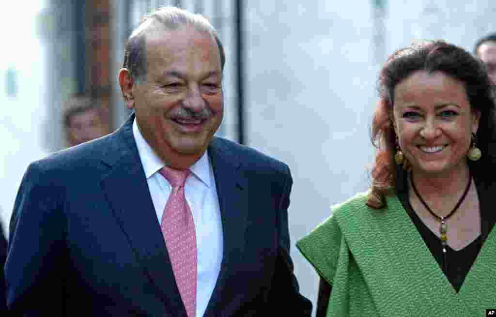 Carlos Slim Helu (kiri), usia 73, kekayaan bersih US$73 miliar, didapat terutama dari bisnis komunikasi, teknologi, ritel dan keuangan.