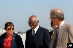 Aristides Pereira, com Chester Crocker, responsável dos Assuntos Africanos da administração Reagan, nos anos 80.