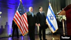 مایک پمپئو به همراه سفیر اسرائیل در واشنگتن در جشن هفتاد و یکمین سالگرد تاسیس کشور اسرائیل در واشنگتن
