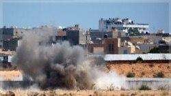 انفجار در نزدیکی محل اقامت معمر قذافی در باب العزیزیه. ۲۳ اوت ۲۰۱۱