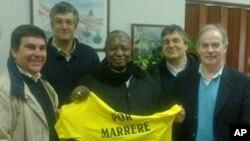 Bispo de Nampula, Dom Tome Makweliua, ao centro (foto de arquivo)