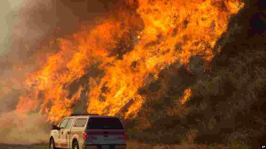 Le Blue Cut Fire a déjà brûlé plus de 3 600 hectares, le 17 août 2016.