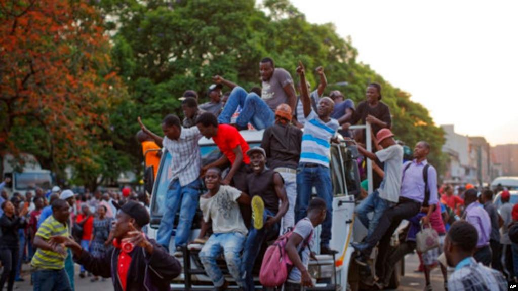 Harare khi biết tin thời đại của ông Mugabe đã kết thúc.