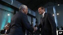 Premijer Portugalije Pedro Pasos Koeljo (desno) sa liderom opozicione Socijalističke stranke Antoniom Kostom.(arhivski snimak)