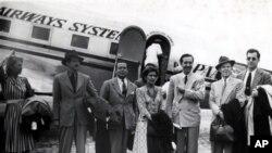 1941年8月17日,华特.迪斯尼与夫人及同事抵达里约热内卢