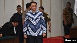 인도네시아 자카르타의 바수키 차하야 푸르나마 주지사가 9일 신성모독 혐의와 관련해 법원에 출두했다.