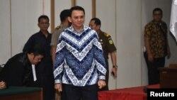 Đô trưởng Basuki Tjahaja Purnama nghe phán quyết tại tòa án vào ngày 9/5/2017. Ông Purnama là đô trưởng Jakarta đầu tiên không phải là người Hồi giáo.