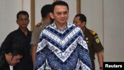 Basuki Tjahaja Purnama alias Ahok saat menghadiri pengadilan kasus penistaan agama di Jakarta tahun lalu (foto: ilustrasi).