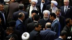 伊朗总统鲁哈尼在宣誓就任他第二个总统任期后离开伊朗议会。(2017年8月5日)