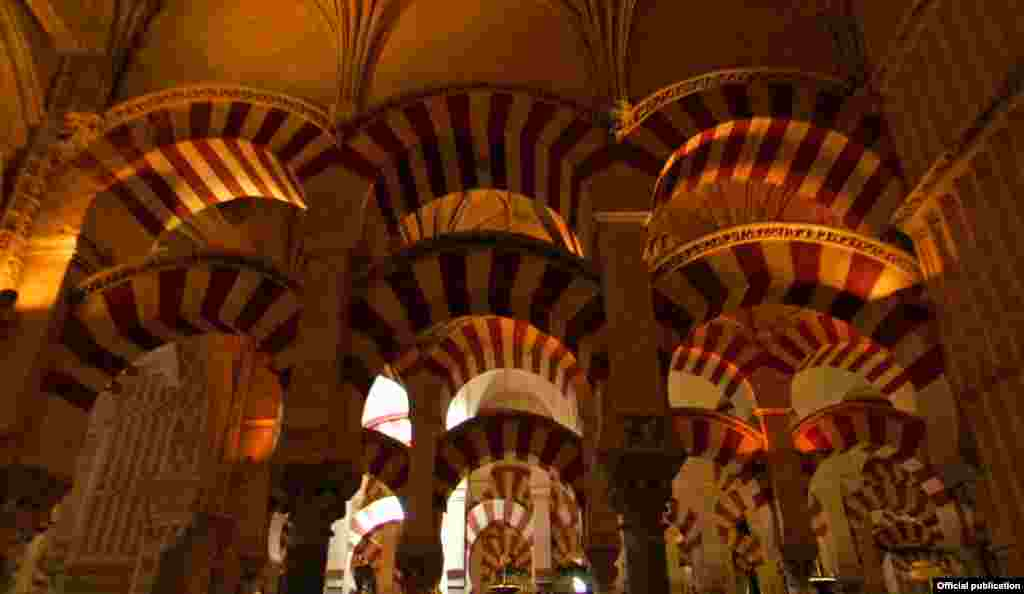 Velika džamija u Cordobi prikazana je u filmu Islamic Art: Mirror of the Invisible World (Ljubaznošću: Unity Productions Foundation)