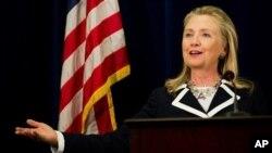 9일 러시아 블라디보스톡에있는 미국 영사관에서 기자회견을하는 힐러리 클린턴 미 국무장관