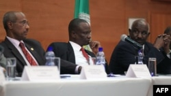 FILE - (From L) Chairman of IGAD mediation team Seyoum Mesfin, S. Sudan leader of the opposition's negotiating team Gen Taban Deng and IGAD special Envoy Mohammed Ahmed Mustefa during the opening ceremony of a round of S. Sudan peace talks in Addis Ababa, Feb. 11, 2014.